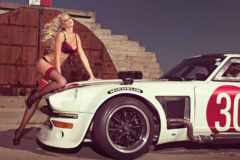 Người đẹp và xe: Siêu mẫu biến hóa bên xe a3.