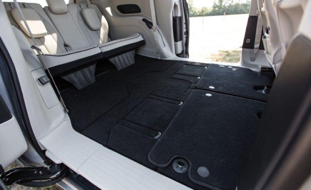 Tính năng ghế gập độc đáo Stow 'n Go trên Chrysler Pacifica 3