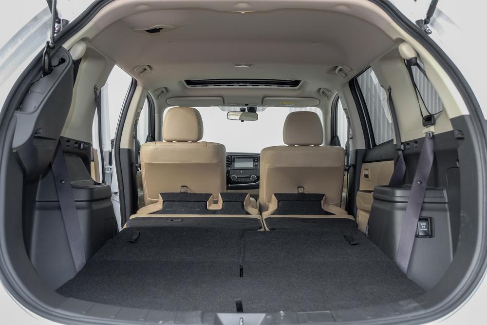 Khoang chứa đồ Mitsubishi Outlander 2019