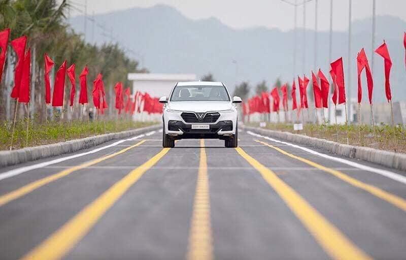 Ô tô VinFast LUX SA2.0 chính thức chạy thử tại Việt Nam 3.