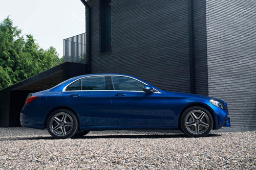 mẫu xe ô tô bị bán lại nhiều nhất sau 1 năm sử dụng - Mercedes-Benz C-Class.