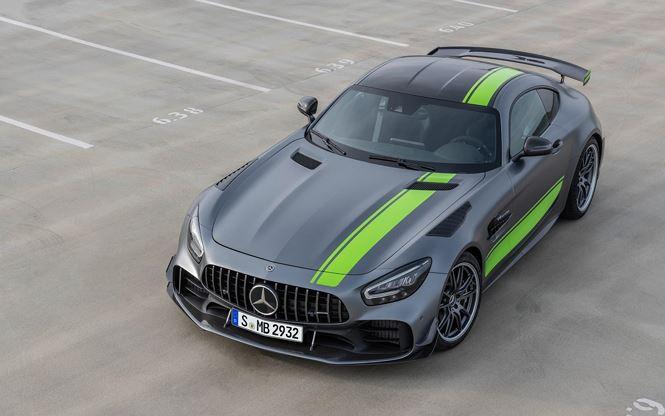 Mercedes-AMG GT R Pro sử dụng động cơ V8 4.0L twin-turbo..