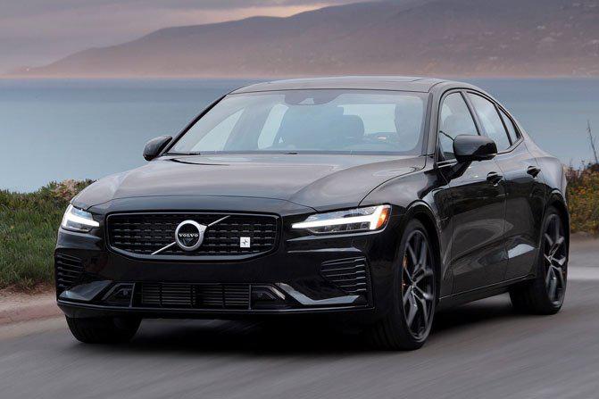 Những mẫu xe Hybird dẫn động 4 bánh tốt nhất hiện nay: Volvo S60/S90 T8 eAWD.