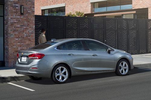 10 ô tô cỡ nhỏ đạt độ tin cậy cao nhất hiện nay: Chevrolet Cruze 2019..