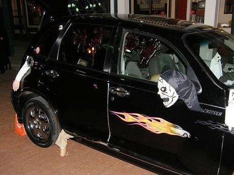 """""""Choáng"""" với dàn xe Halloween kinh dị đi trên phố trên khắp thế giới 7a"""