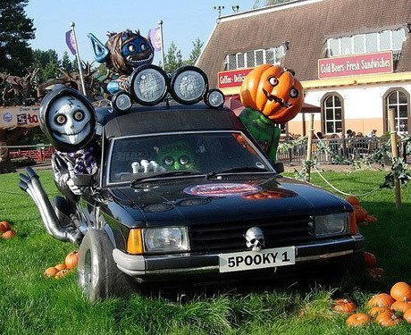 """""""Choáng"""" với dàn xe Halloween kinh dị đi trên phố trên khắp thế giới 1a"""