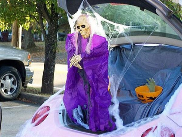 """""""Choáng"""" với dàn xe Halloween kinh dị đi trên phố trên khắp thế giới 16a"""