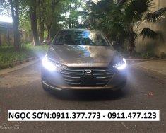 Cần bán xe Hyundai Elantra, màu nâu, trả góp 90% xe khuyến mãi 20 triệu, LH Ngọc Sơn: 0911.377.773 giá 549 triệu tại Đà Nẵng