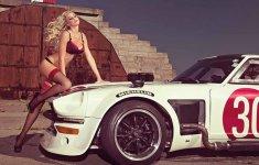Người đẹp và xe: Siêu mẫu biến hóa bên xe