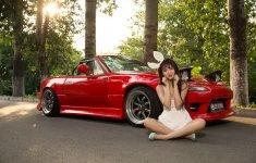 Hotgirl nhí nhảnh bên Mazda MX-5