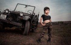 Người đẹp và xe: Ngắm siêu mẫu dễ thương bền Jeep thể thao