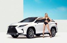Người đẹp và xe Lexus RX 2016