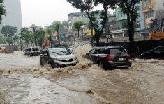 10 điều cần lưu ý khi lái ô tô qua nơi ngập nước