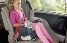 Vì sao không nên để trẻ em ngồi hàng ghế trước trên xe ô tô?