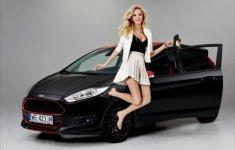 Người đẹp khoe dáng bên chiếc Ford Fiesta Black Edition