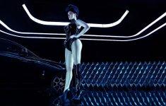 Người đẹp khoe dáng sexy bên siêu phẩm Rolls-Royce Wraith Black Badge đắt tiền