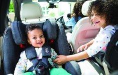 Những lưu ý đảm bảo an toàn khi cho trẻ nhỏ ngồi trên ô tô