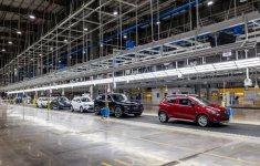 Ô tô sản xuất, lắp ráp nội địa chính thức được hưởng ưu đãi giảm 50% phí trước bạ
