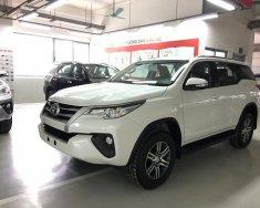 Bán xe Fortuner 2.4G máy dầu màu trắng - Fortuner V 2017 nhập khẩu nguyên chiếc Indonesia. Giao xe ngay giá 981 triệu tại Hà Nội