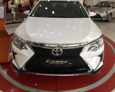 Cần bán xe Toyota Camry Q đời 2017, màu trắng giá 1 tỷ 262 tr tại Tp.HCM