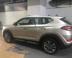 Cần bán xe Hyundai Tucson sản xuất năm 2018, màu vàng giá 828 triệu tại Hà Nội