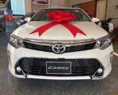 Toyota Tân Cảng-Camry 2.0 Facelift model 2018 màu trắng camay - Tặng bảo hiểm, phụ kiện, trả góp 90%- SĐT 096.77.000.88 giá 977 triệu tại Đồng Nai