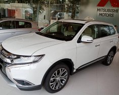 Cần bán Mitsubishi Outlander 2.0 CVT Premium đời 2018, màu trắng giá 920 triệu tại Hà Nội
