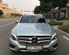 Gia đình bán Mercedes GLC 250 4Matic đời 2016, màu bạc giá 1 tỷ 770 tr tại Tp.HCM