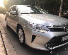 Cần bán gấp Toyota Camry 2.0 E sản xuất 2016, màu bạc còn mới giá 900 triệu tại Đồng Nai