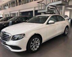 Bán Mercedes E200 sản xuất 2018, màu trắng giá 2 tỷ 50 tr tại Hà Nội