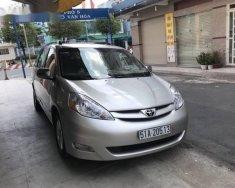 Cần bán xe Toyota Sienna AT đời 2007, màu bạc giá 675 triệu tại Tp.HCM