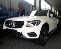 Bán xe Mercedes GLC 250 4MATIC 2018 trắng, giá tốt, giao xe ngay giá 1 tỷ 879 tr tại Hà Nội
