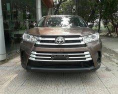 Bán Toyota Highlander 2017 màu cà phê giá 2 tỷ 350 tr tại Hà Nội
