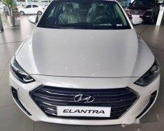 Bán xe Hyundai Elantra 2.0AT sản xuất 2018, màu trắng giá 699 triệu tại Kiên Giang