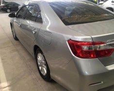 Bán xe Toyota Camry 2.0E đời 2014, màu bạc, 820 triệu giá 820 triệu tại Tp.HCM