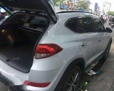 Bán xe Hyundai Tucson sản xuất 2015, màu trắng  giá 800 triệu tại Tp.HCM