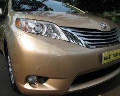 Bán xe Toyota Sienna Limited 3.5 năm 2010, màu vàng, xe nhập giá 2 tỷ 50 tr tại Tp.HCM