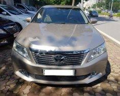Cần bán xe Toyota Camry 2.5G năm 2013, màu vàng giá 810 triệu tại Hà Nội
