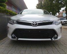 Toyota Nha Trang cần bán Toyota Camry 2.5 Q năm 2018, màu trắng. Hỗ trợ ngân hàng giá 1 tỷ 302 tr tại Khánh Hòa