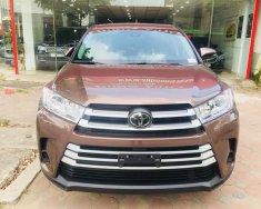 Bán Toyota Highlander 2017 LE màu nâu sậm, xe mới 100% giá 2 tỷ 610 tr tại Hà Nội