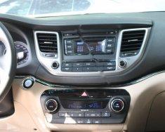 Bán Hyundai Tucson 2.0 ATH đời 2017, màu trắng, nhập khẩu   giá 990 triệu tại Hà Nội