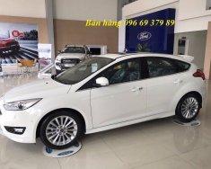 Bán Ford Focus năm sản xuất 2018, màu trắng, giá tốt giá 565 triệu tại Hà Nội