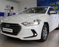 Cần bán xe Hyundai Elantra 1.6MT đời 2018, màu trắng, giá tốt  giá 549 triệu tại Quảng Nam