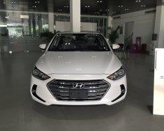 Hyundai Elantra 1.6L MT màu trắng với giá cực tốt, hỗ trợ đăng kí Grab miễn phí giá 560 triệu tại Tp.HCM