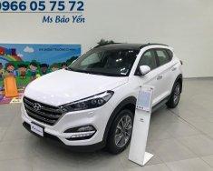 Hỗ trợ vay ngân hàng với nhiều quà tặng khi mua Hyundai Tucson 2.0 full xăng màu trắng, xe giao ngay giá 882 triệu tại Tp.HCM