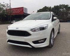 Khuyến mại hơn 50 triệu tiền mặt, tặng gói phụ kiện và giao ngay Ford Focus 5D Sport màu trắng 2018, lh 0974286009 giá 715 triệu tại Hà Nội