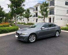 Cần tiền bán BMW 528i, ĐK 2010, xe bản full, màu xám giá 925 triệu tại Tp.HCM