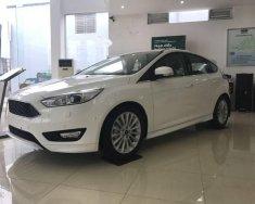 Bán xe Ford Focus 1.5L Ecoboost 2018, màu trắng giá cạnh tranh giá 715 triệu tại Hà Nội