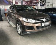 Tôi bán chiếc Volkswagen Touareg 3.6 V6 5 chỗ, số tự động, sản xuất năm 2013, chạy 71000km, màu nâu giá 1 tỷ 420 tr tại Tp.HCM