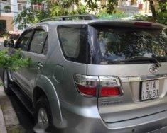 Bán Toyota Fortuner đời 2011, máy xăng, số tự động, 2 cầu, màu bạc, xe trùm mền giá 585 triệu tại Tp.HCM